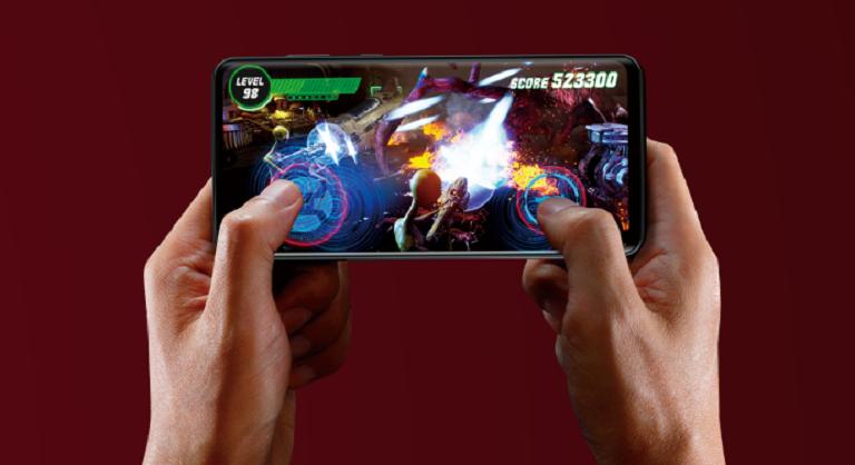 6.4有機ELディスプレイは4倍速表示、4倍速タッチ検出でゲームも快適に