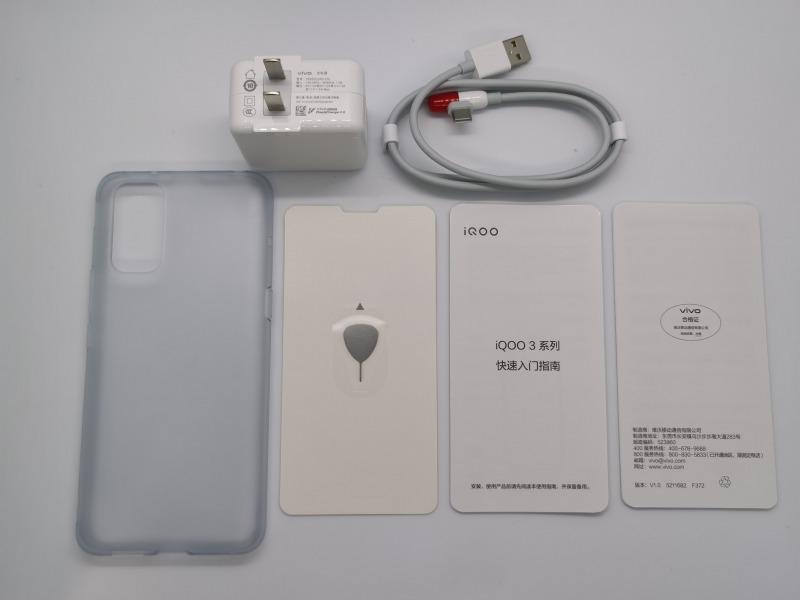 iQOO 3 5Gの付属品