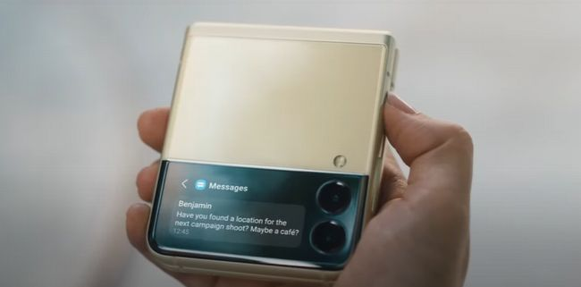 大型化されたカバーディスプレイではメッセージ本文も表示可能